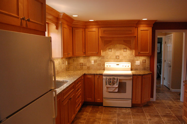 Maple cabinets granite countertops maloney contracting for Maple cabinets